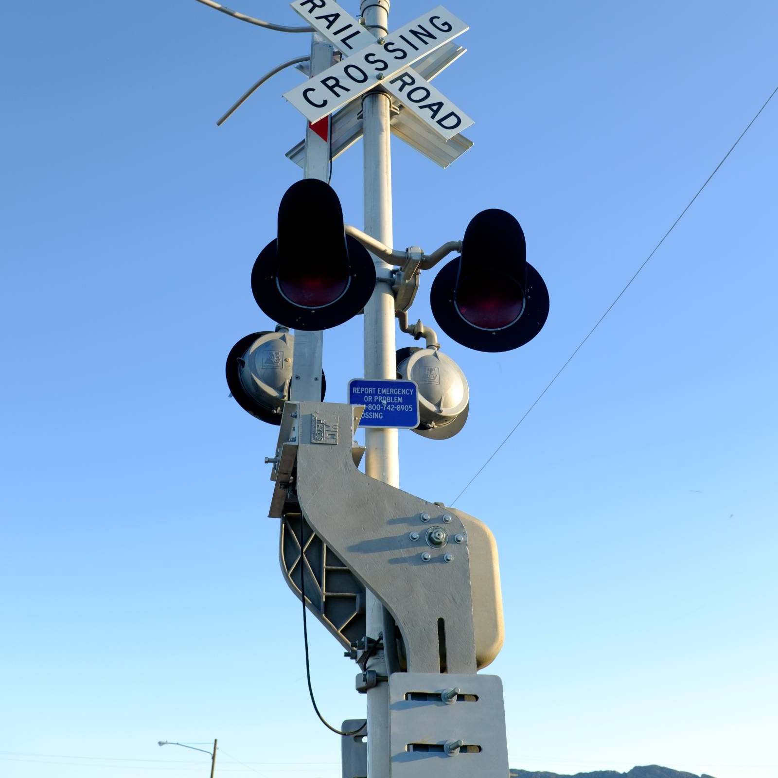 Hot Dip Galvanized Counterweights Support Railroad Crossing